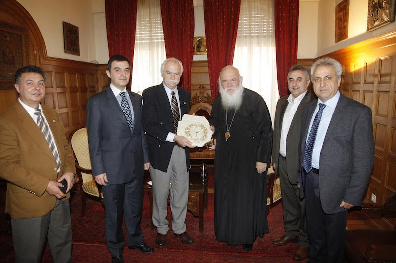 You are currently viewing Ενημέρωση του Αρχιεπισκόπου Ιερωνύμου, για την παράνομη διακίνηση ανθρώπων