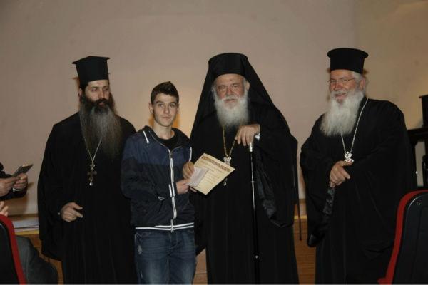 Αριστούχους μαθητές βράβευσε ο Αρχιεπίσκοπος Ιερώνυμος στην ιδιαίτερη πατρίδα του τα Οινόφυτα