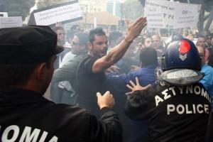 Κύπρος: Επεισόδια έξω από τη Βουλή