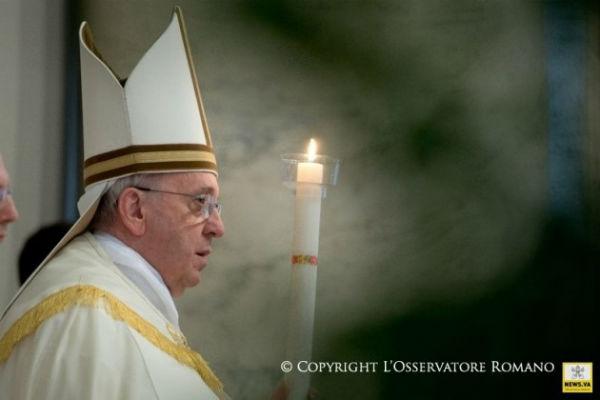 Ξάφνιασε τους πιστούς ο Πάπας που αντί να εξομολογήσει… εξομολογήθηκε