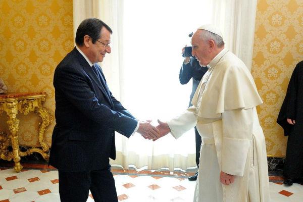 Ικανοποιημένος από την συνάντηση με τον Πάπα, ο  πρόεδρος της Κύπρου