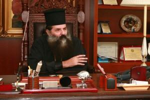 ΣΥΡΙΖΑ  στοχοποιεί τον  Μητροπολίτη Πειραιώς Σεραφείμ