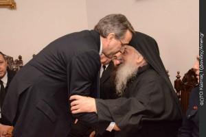 Η συγκινητική στιχομυθία του Αντώνη Σαμαρά με τον γέροντα Λαυρεώτη, που έκανε τον γύρο του κόσμου.