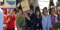 Η πιο τρυφερή διαμαρτυρία στην Κρήτη -Νήπια διαδήλωσαν για τα χημικά στη Μεσόγειο