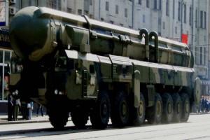 ΒΙΝΤΕΟ-ΣΟΚ: Ρώσοι ορθόδοξοι ιερείς ευλογούν πυρηνικό βλήμα Topol-M