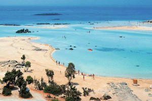 Οι 10 ελληνικές παραλίες με τα σμαραγδένια νερά και το συγκλονιστικό τοπίο που ξετρελαίνουν τους τουρίστες [εικόνες]