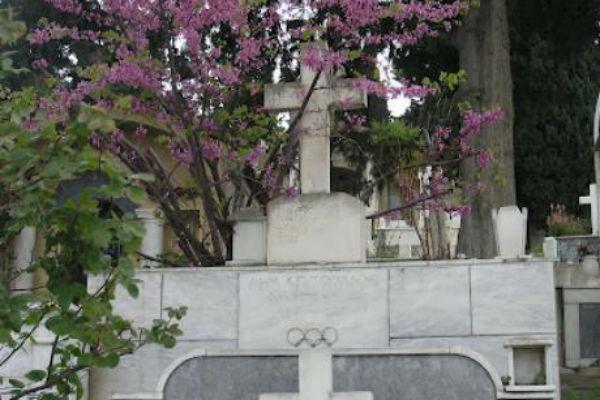 Ιερόσυλοι εισέβαλαν σε κοιμητήριο