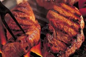 Ο Ελληνας καταναλώνει 100 κιλά κρέας το χρόνο και «τρώει» τους κρεατοφάγους Αμερικανούς -Στην έβδομη θέση παγκοσμίως