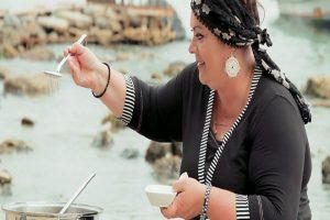 Μαρία Εκμεκτσίογλου: Ποια είναι η νταρντάνα μαγείρισσα από την Πόλη, που πήρε εκπομπή στο Mega [εικόνες]