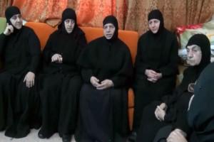 25 κρατούμενοι αφέθηκαν ελεύθεροι σε αντάλλαγμα των 13 μοναχών