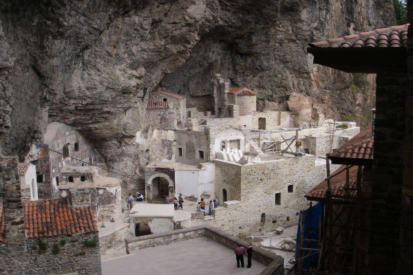 You are currently viewing Για τουριστικούς λόγους το αίτημα για την Παναγία Σουμελά