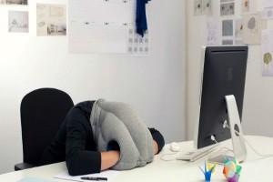 «Είναι καλό να σε παίρνει ο ύπνος στη δουλειά. Όχι ντροπή». Το έλεγε κι ο Τσόρτσιλ. Το άρθρο που αλλάζει τα δεδομένα