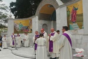 Ρωμαιοκαθολική προσευχή στο Βημα του Αποστόλου Παύλου