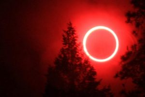 Ματωμένο φεγγάρι τη Μεγάλη Τρίτη: Ολική έκλειψη Σελήνης λίγες ημέρες πριν το Πάσχα