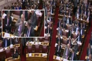 Η στιγμή που ο Βενιζέλος βρίζει τον Απόστολο Κακλαμάνη μέσα στην Ολομέλεια της Βουλής [βίντεο]  Πηγή: Η στιγμή που ο Βενιζέλος βρίζει τον Απόστολο Κακλαμάνη μέσα στην Ολομέλεια της Βουλής [βίντεο]
