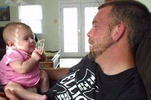 """ΤΡΟΜΕΡΟ ΒΙΝΤΕΟ: Δείτε πώς έκανε αυτός ο μπαμπάς την κόρη του να πει… """"Σ' αγαπώ""""!!!"""