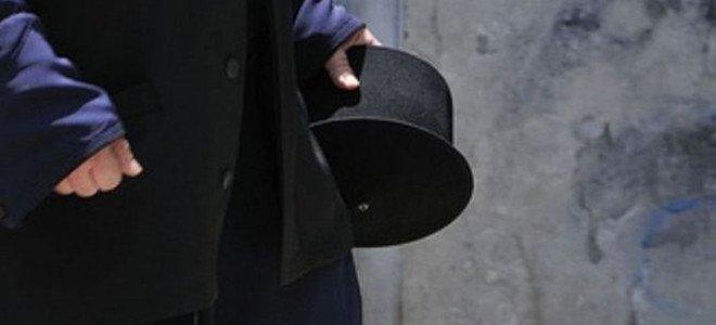 Ιερέας κατέληξε με σκισμένο ράσο στο αυτόφωρο έπειτα από πολιτικό καβγά -Χαστούκια και ευτράπελα