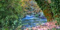 Ιερέας κάνει ό,τι μπορεί για να είναι καθαρός ο ποταμός Καλαμάς