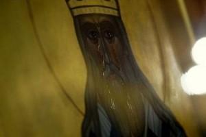 Δακρύζει η εικόνα του Αγίου Ιννοκεντίου (ΦΩΤΟ)