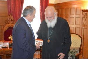 Ο αρχιεπίσκοπος και το πρώτο δωρεάν on line σχολείο