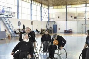 Ιερείς έπαιξαν μπάσκετ με αμαξίδια