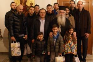 Δώρα αγάπης στην Μητρόπολη προσέφερε η ομάδα μπάσκετ της Καστοριάς (ΦΩΤΟ)