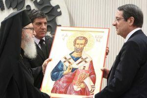 Το δώρο του Πατριάρχη Κύπρου στον Πρόεδρο πριν την εγχείρηση