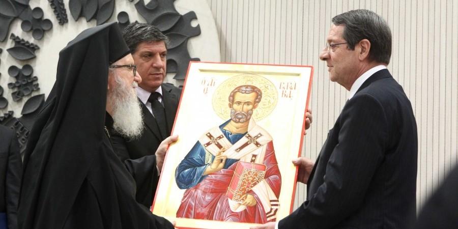 You are currently viewing Το δώρο του Πατριάρχη Κύπρου στον Πρόεδρο πριν την εγχείρηση