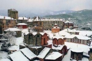 Χιονίζει στο Αγιο Ορος