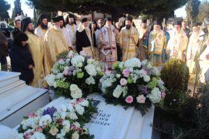 Τρισάγιο αριστερά του Α΄ Νεκροταφείου από τον Αρχιεπίσκοπο Ιερώνυμο (ΦΩΤΟ)