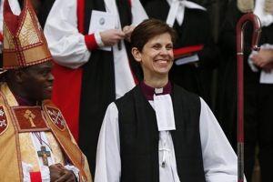 """Κορίτσια τρέξτε γιατί σας έφεξε:  Και επίσημα """"γυναίκα Επίσκοπος"""" στην Αγγλικανική Εκκλησία!"""