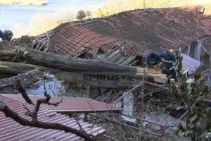 Κυπαρίσσι 20 μέτρων έπεσε στην Ιερά Μονή Δουραχάνης (ΒΙΝΤΕΟ)