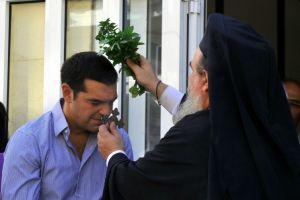 Η Εκκλησία δίνει το χέρι της στον Τσίπρα ή ο Τσίπρας στην Εκκλησία;