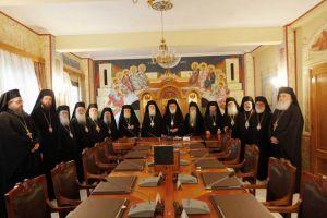 Απρόθυμοι, Αρχιεπίσκοπος και Μητροπολίτες, για σύγκληση έκτακτης Ιεραρχίας τον Μάιο .