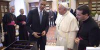 Ο Πάπας πουλάει τα δώρα του για τους απόρους