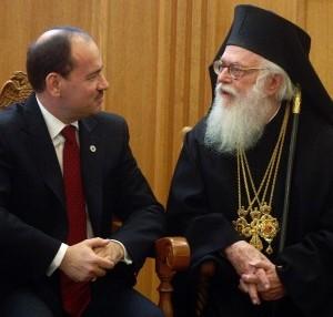 You are currently viewing Αλβανία: Δίνουν υπηκοότητα στον προπονητή και όχι στον Αρχιεπίσκοπο