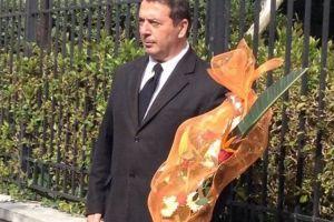 Λουλούδια από τον Αρχιεπίσκοπο στον  εορτάζοντα Πρωθυπουργό