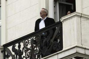 Ο τέως βασιλιάς παρακολούθησε από το μπαλκόνι του στη «Μεγάλη Βρεταννία» την παρέλαση (ΦΩΤΟ)