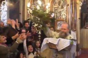 Παπάς έδωσε ξανά «ρεσιτάλ» στην πρώτη Ανάσταση στη Χίο [βίντεο]
