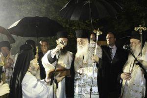 Λιτανεία της Τιμίας Κάρας του Αγίου Βησαρίωνα στα Τρίκαλα (ΦΩΤΟ)