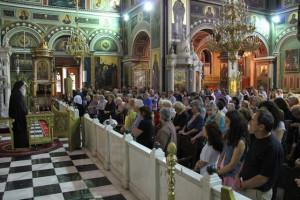 Κοσμοσυρροή στον Πειραιά για να προσκυνήσουν πέντε Αγίους
