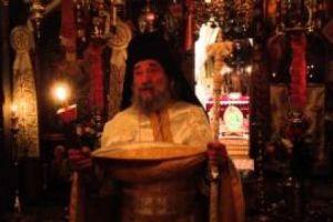 Ο Ηγούμενος της Μονήδ Δοχειαρίου βάζει τον δάκτυλο επί τον τύπο των ήλων!
