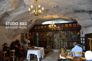 Ιερός ναός σε σπηλιά