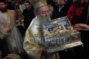 Χιλιάδες πιστοί υποδέχθηκαν την Αγία Ζώνη στην Χαλκίδα
