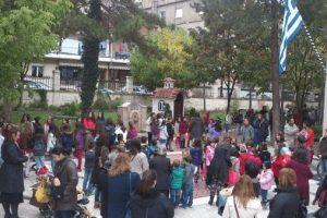 Γέμισε παιδιά,ο μητροπολιτικός ναός των Γρεβενών