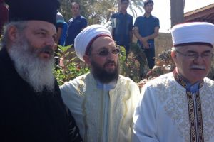 Ανοίγματα της Εκκλησίας της Κύπρου στους Ισλαμιστές –  Πρώτη  φορά ελληνοκύπριος Ορθόδοξος  ιερέας στο Τέμενος Χαλά Σουλτάν