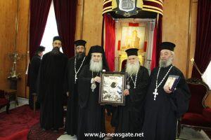 Ο Μητροπολίτης Θήρας στον Πατριάρχη Ιεροσολύμων