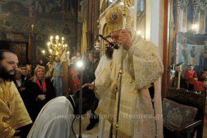 Χειροτονία με δάκρυα από τον  Αρχιεπίσκοπο στον Αγιο Νικόλαο Αχαρνών