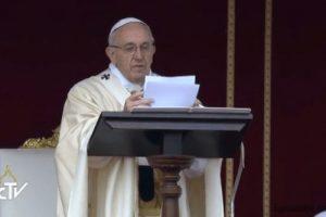 Εκατοντάδες χιλιάδες πιστοί στη Ρώμη για την έναρξη του Ιωβηλαίου έτους της Ελεημοσύνης (ΦΩΤΟ)