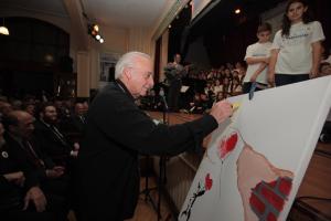 Τα παιδιά των Εκπαιδευτηρίων Μαντουλίδη και του Ζωγράφειου Λυκείου ζωγράφισαν στην Πόλη με τον Γ. Χατζηνάσιο